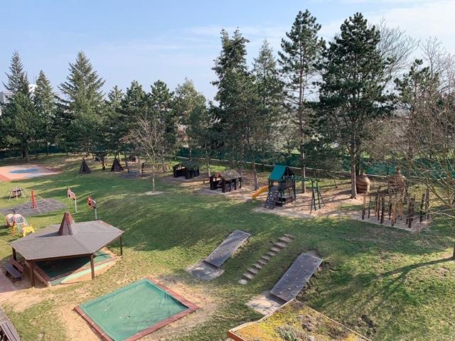 pohled na zahradu MŠ z výšky 1