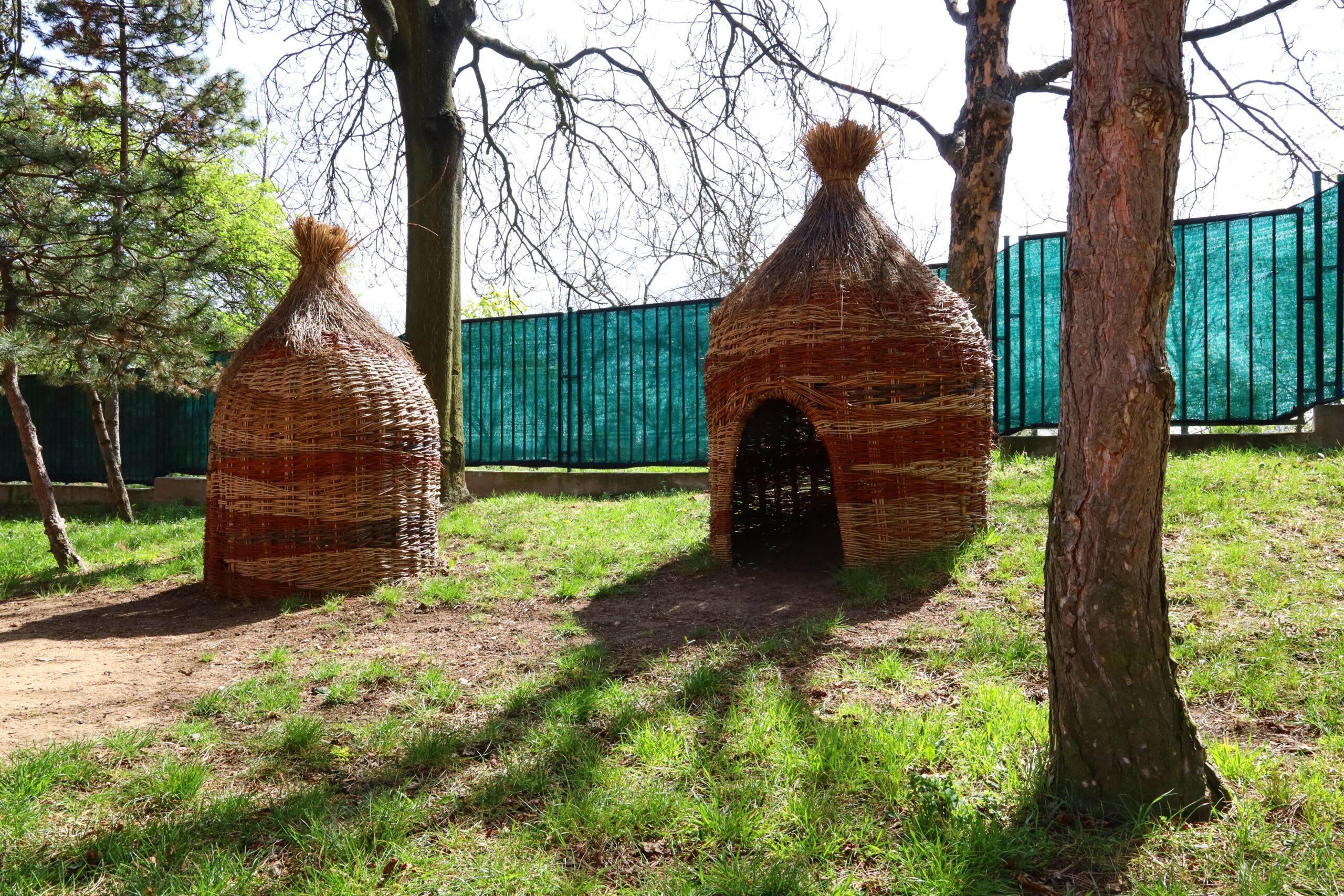 zahrada - chýše pro děti